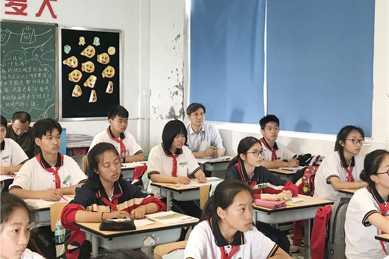 金山区教育学院教研员陈豪到钱圩中学指导六、八年级教学工作