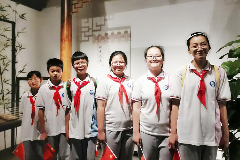 金山初级中学:歌唱祖国爱我中华