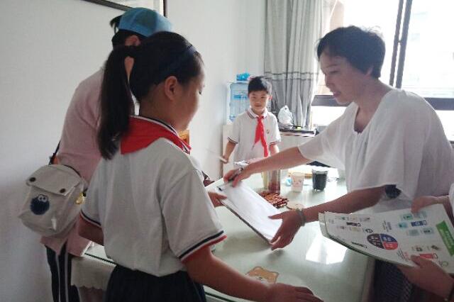 朱泾小学开展暑期垃圾分类宣传活动