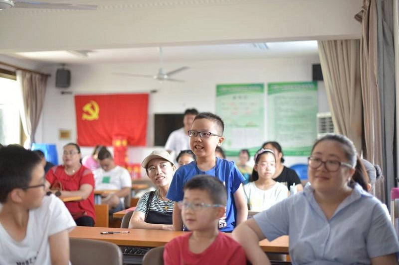 曙光中学红日宣讲团走进社区