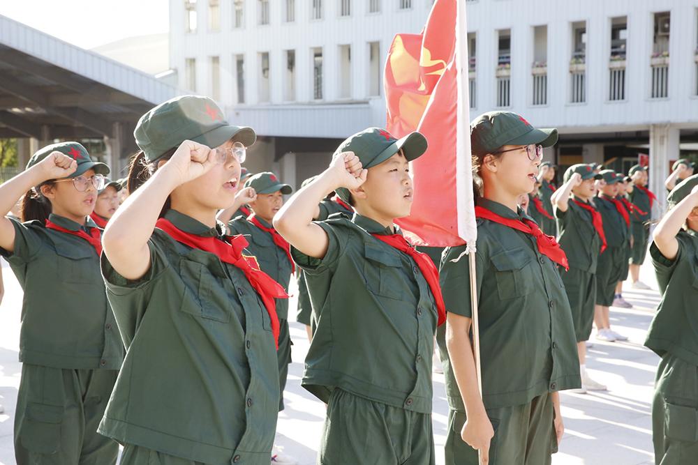 朱泾小学国旗护卫队参加首届全国青少年升旗手交流展示活动