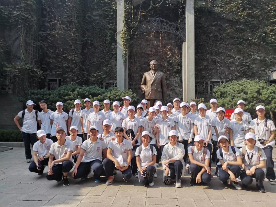 奉贤中学:传承红色基因 承担青春责任