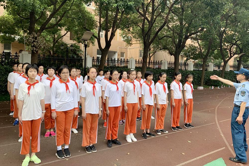 洛川学校召开2019年六年级军训
