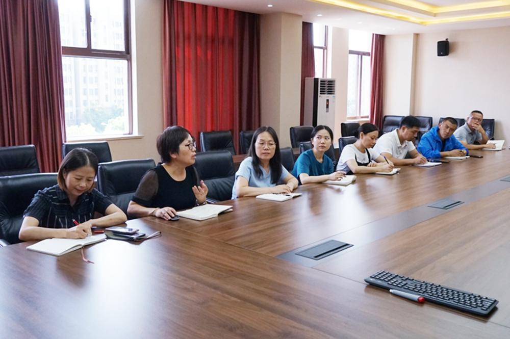 金卫中学召开拓展型探究型课程教师会议