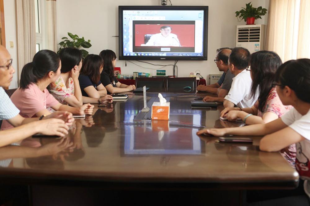 """钱圩小学组织党员教师收看""""不忘初心、牢记使命""""主题教育动员大会"""