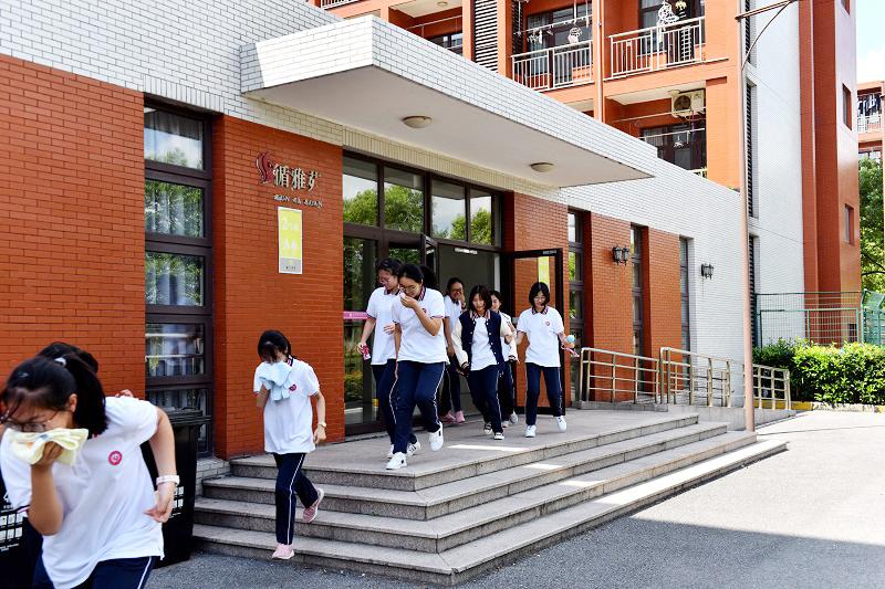 曙光中学举行高一学生宿舍防火逃生演习