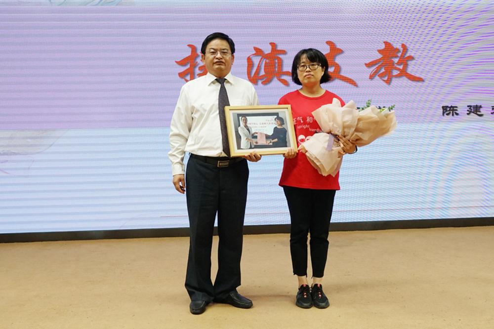 金卫中学举行庆祝第35个教师节表彰大会