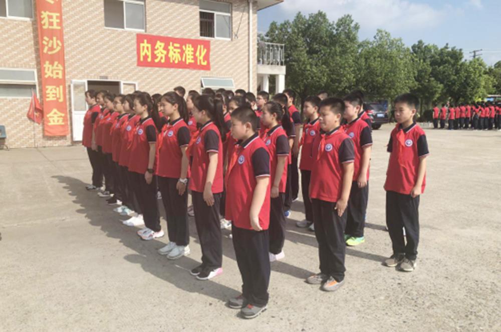 梅陇中学开展六、七年级学生军政训练活动