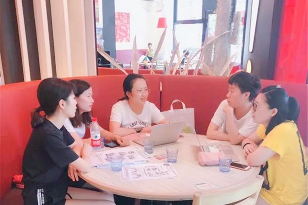 钱圩小学青年教师姚雪莉亮相沈阳市小学英语教材培训会