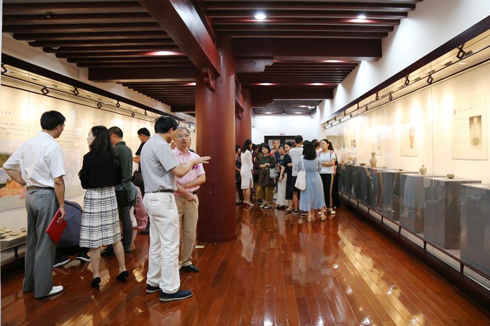 """""""古今龙泉青瓷展""""在复旦大学博物馆开展——复旦大学与龙泉市签订战略合作协议"""