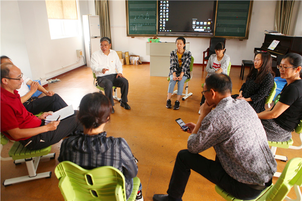 钱圩小学党支部召开换届选举之党内民主推荐会议