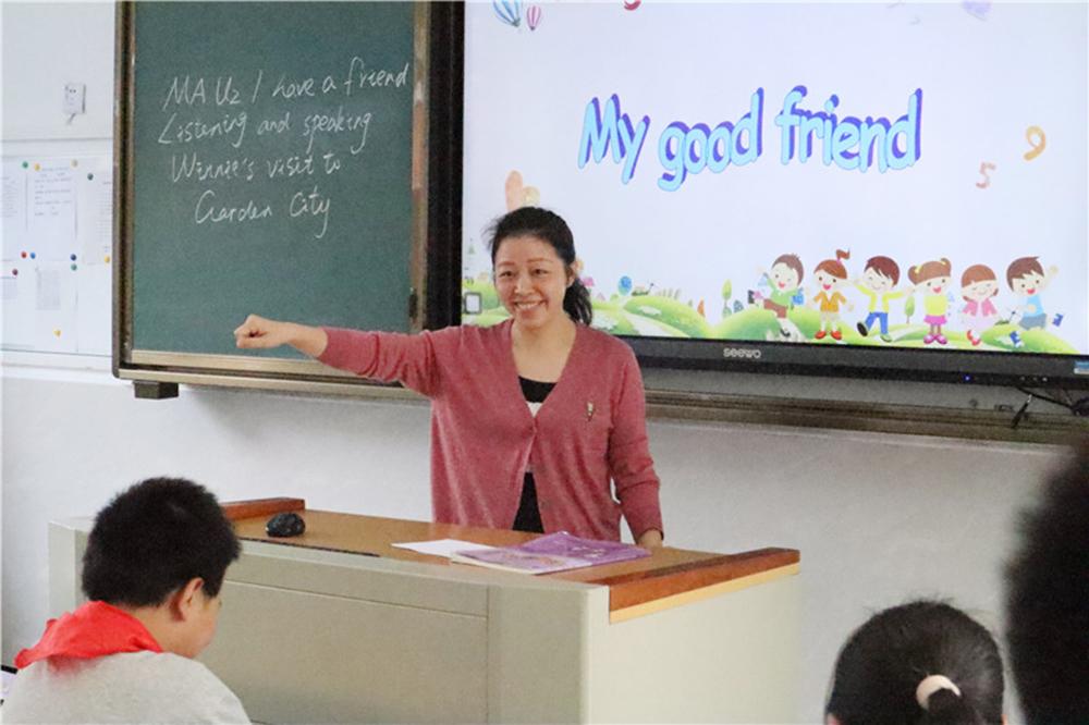 钱圩中学:专家指导明方向 教师努力促提升
