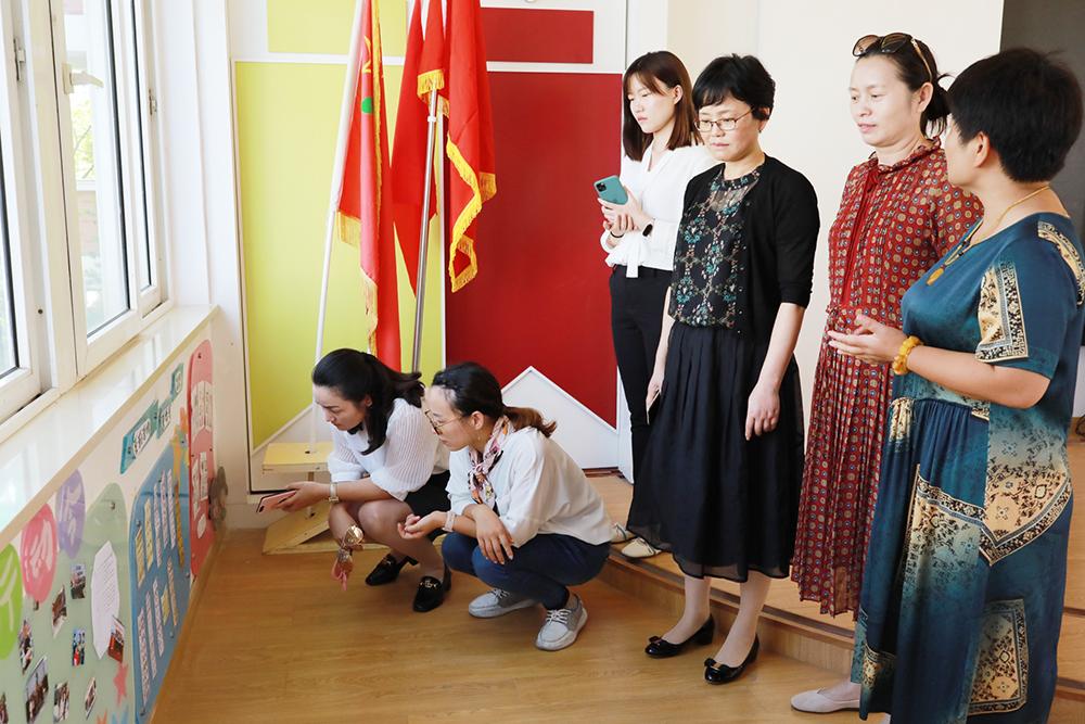朱泾小学迎来五星级队室考评