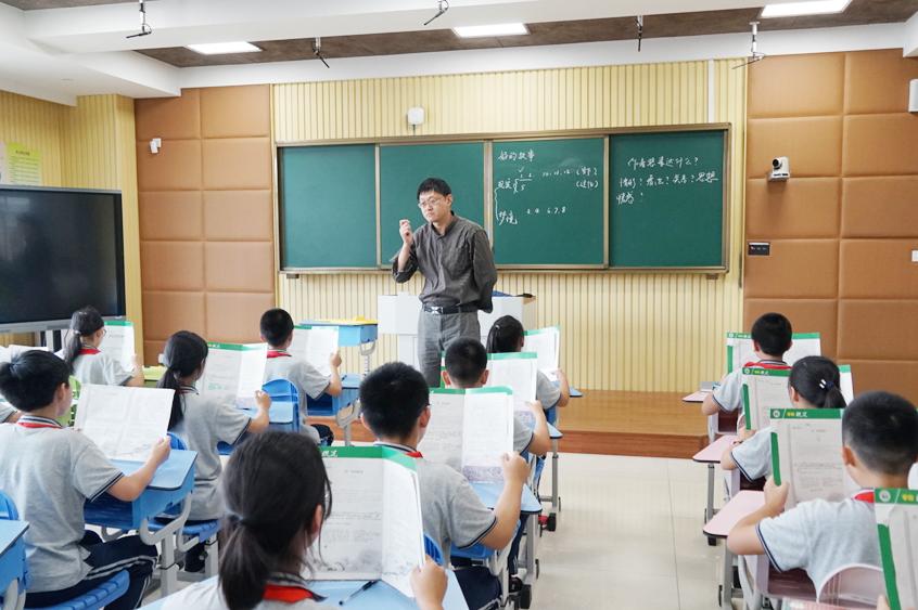 上海市语文教研员曹刚到金卫中学示范指导