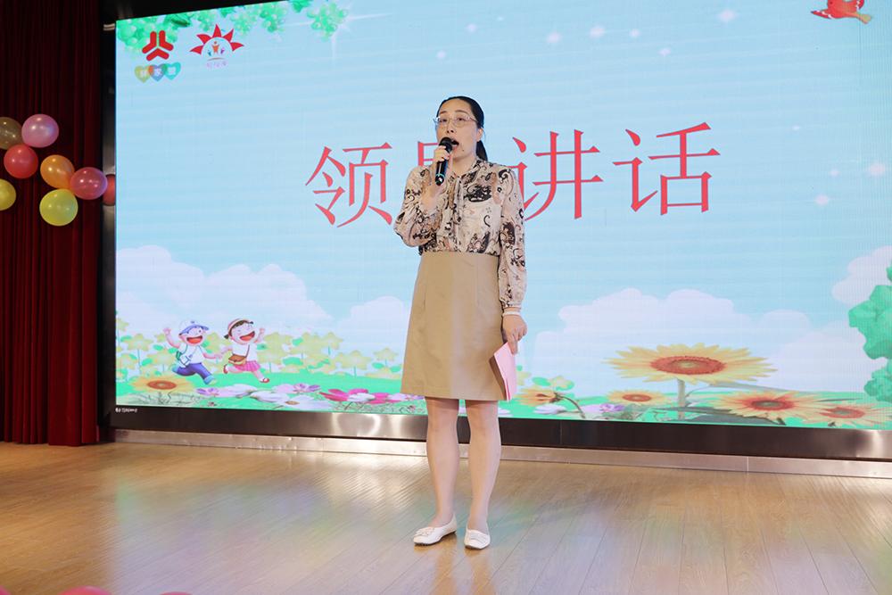 朱泾镇外来民工子女关爱项目暨参与文明城区创建的总结表彰会在朱泾小学举行