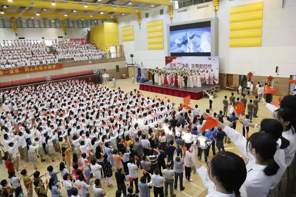 奉贤中学:宏伟70年 壮丽新时代