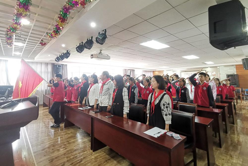 上海市梅陇中学召开第十九届少代会