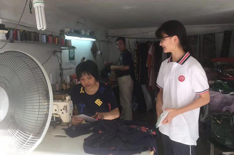 曙光中学曙之光志愿者国庆期间开展社区服务