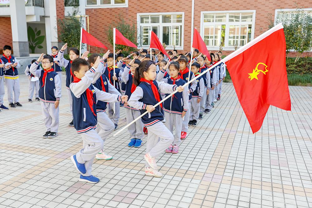 朱泾小学举行三年级队仪式展评活动