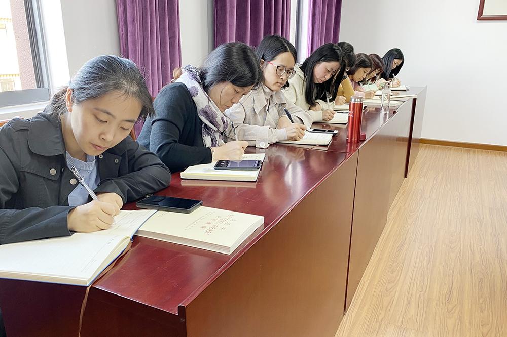 张堰小学召开十九届四中全会精神学习交流会