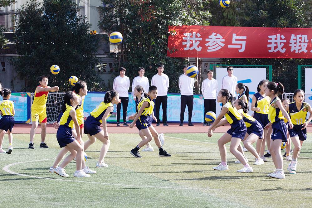 朱泾小学:青年教师初亮相 排球特色展风采