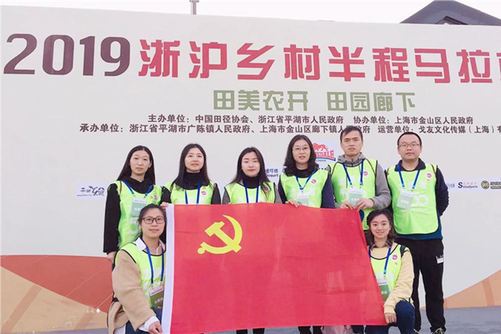 """上海市钱圩中学党支部开展""""不忘初心、牢记使命""""主题教育志愿者服务活动"""