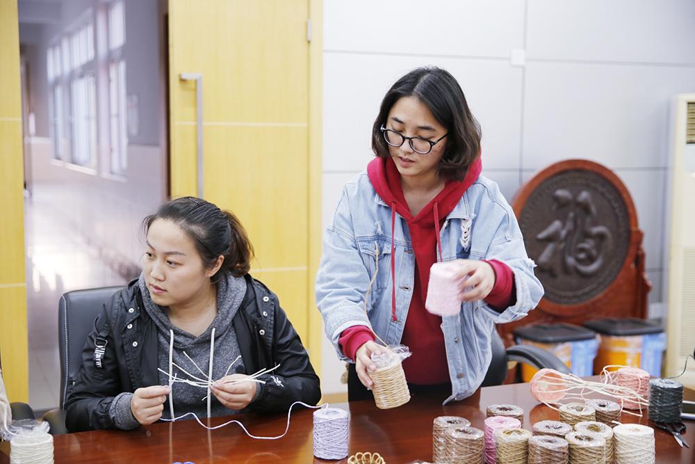 朱泾小学开展《纸艺吧》重点创新实验室教研活动