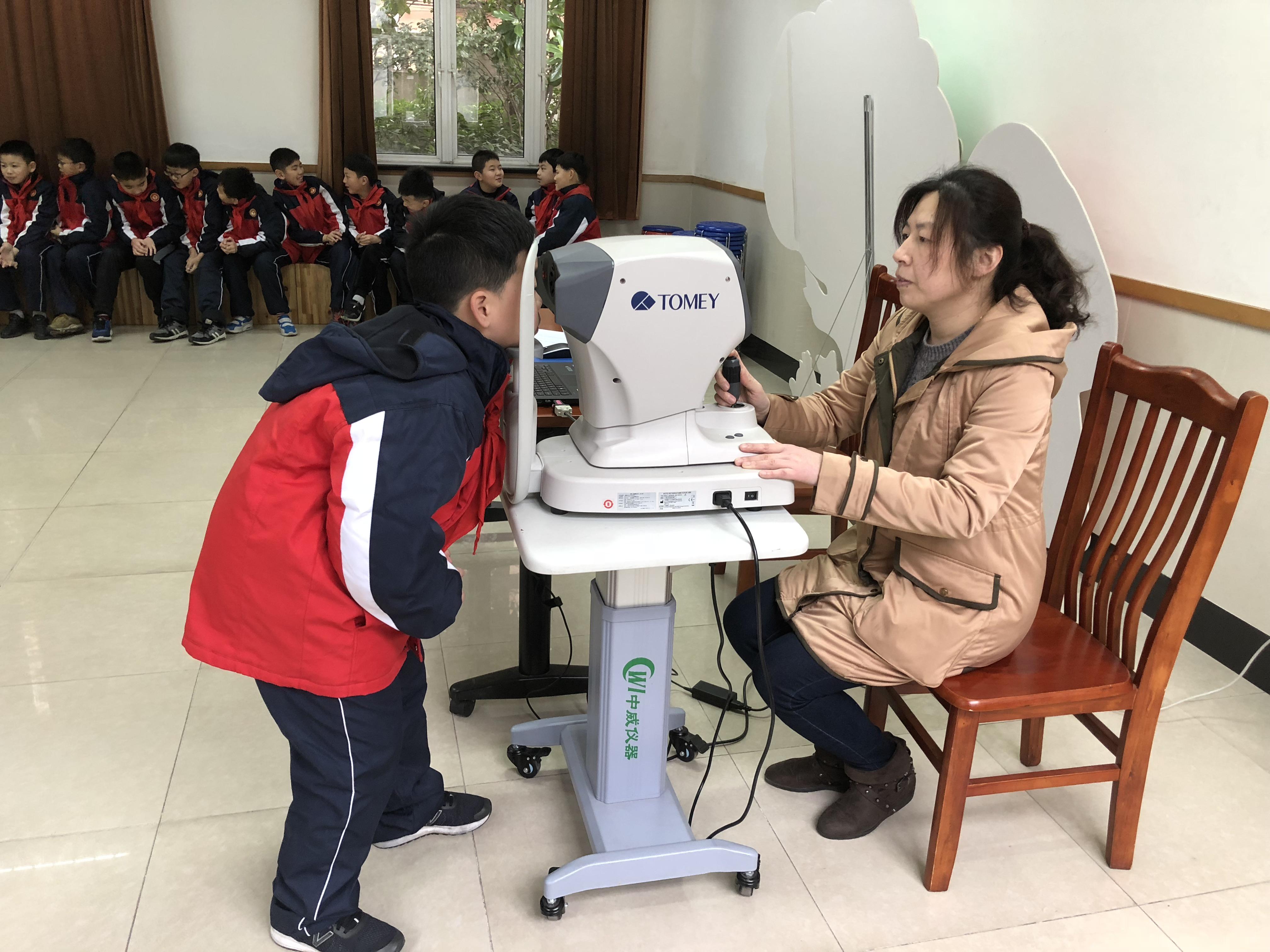 综合防控近视,上海构建青少年绿色用眼环境