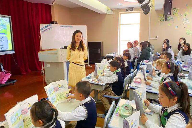 普陀区小学英语教研活动展示在金沙江路小学成功举办