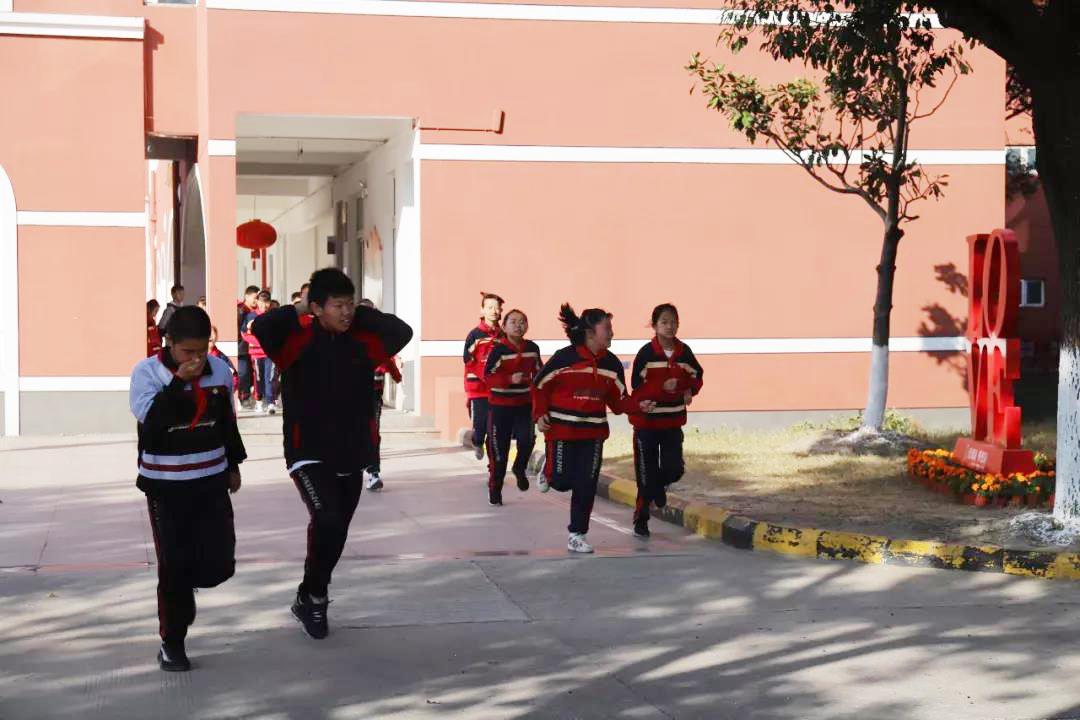 廊下中学:坚持疏散训练 强化安全意识