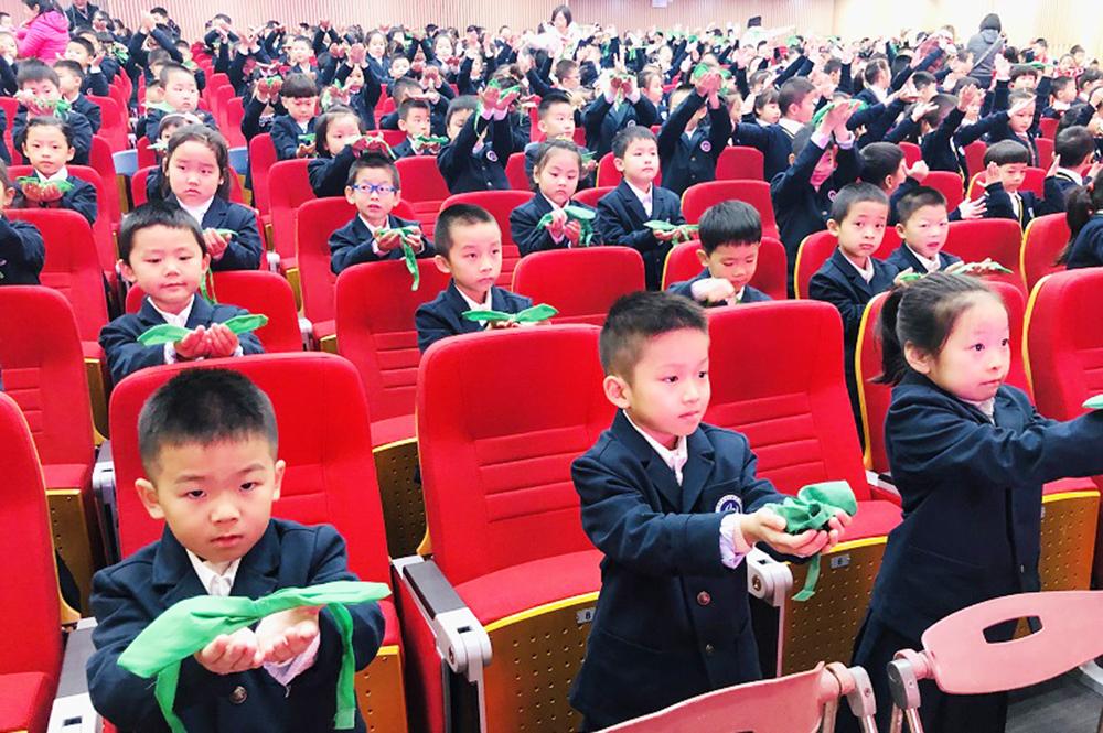 联建小学举行一年级学生儿童团入团仪式