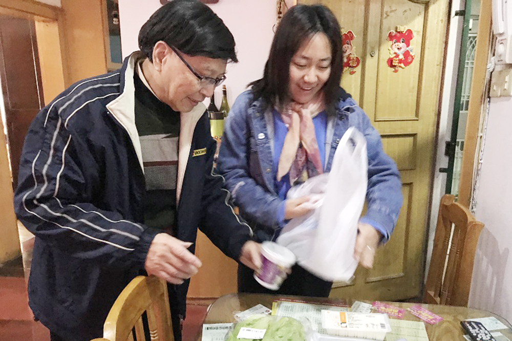 洛川学校:爱心餐,温暖老人心