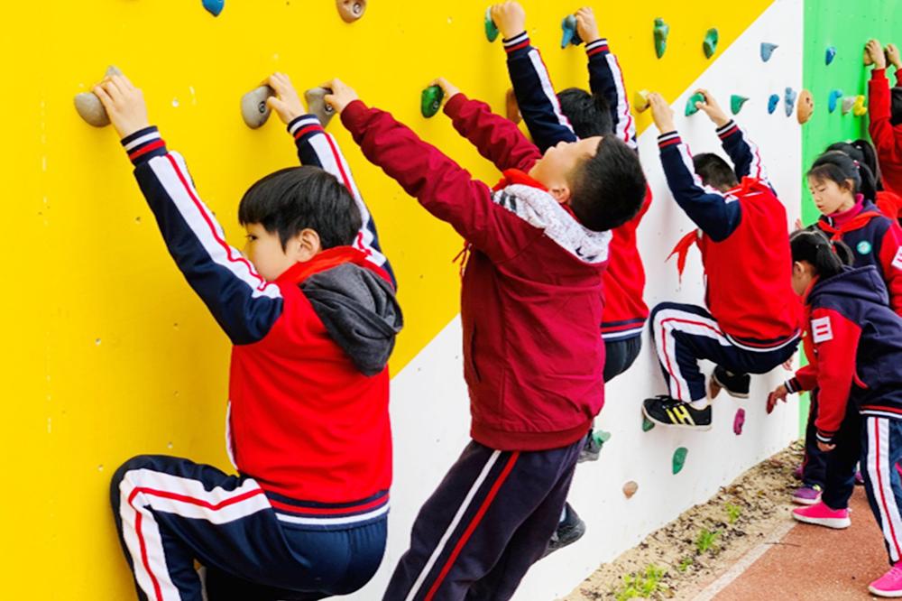 深化体育课改 | 松隐小学:岩壁上掀起青春热浪,松隐小学积极推进攀岩进校园