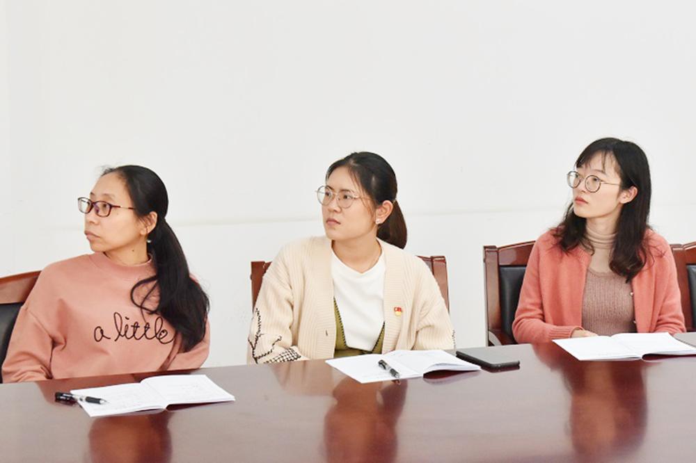 """曙光中学组织党员观看""""国庆70周年大型成就展""""网上展馆"""