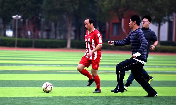 曙光师生开展足球联谊赛