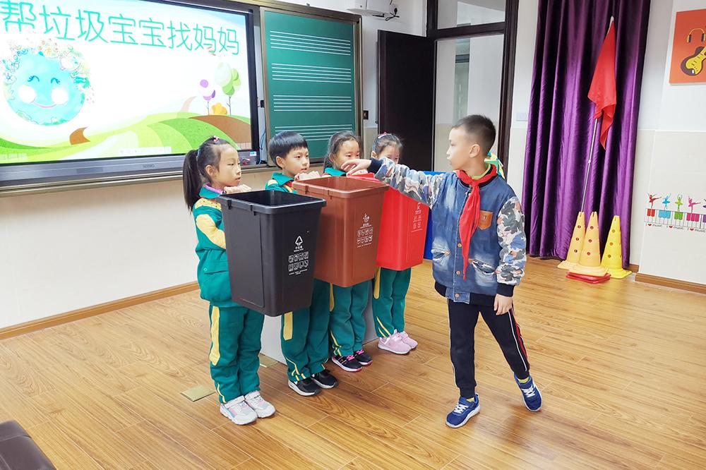 张堰小学:环保节能小先锋 垃圾分类我能行