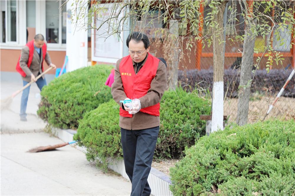 """钱圩中学党支部开展""""不忘初心,牢记使命""""主题教育""""六个一""""志愿者服务活动"""