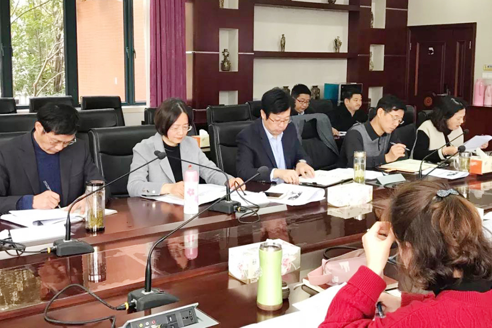 奉贤中学中心组成员学习十九大四中全会精神