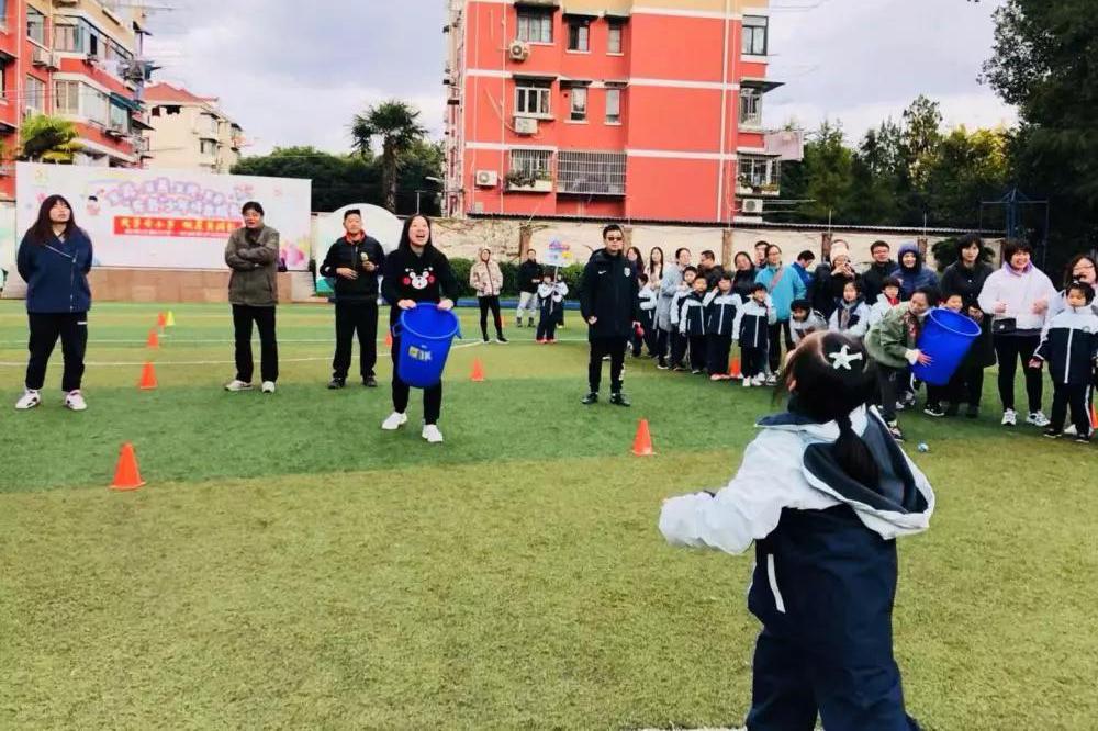 金沙江路小学开展一年级家长开放日暨亲子运动会