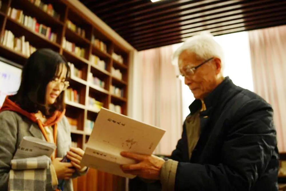 奉贤中学举行张大文《行者大文》专著主题阅读分享会