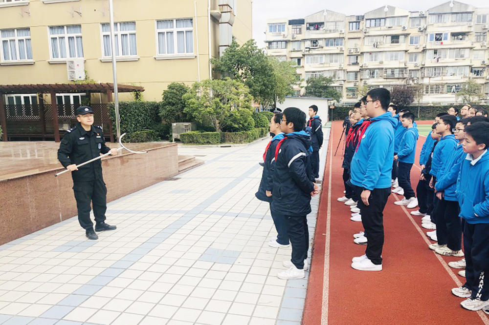 2019年上外尚阳学校开展防暴安全演练