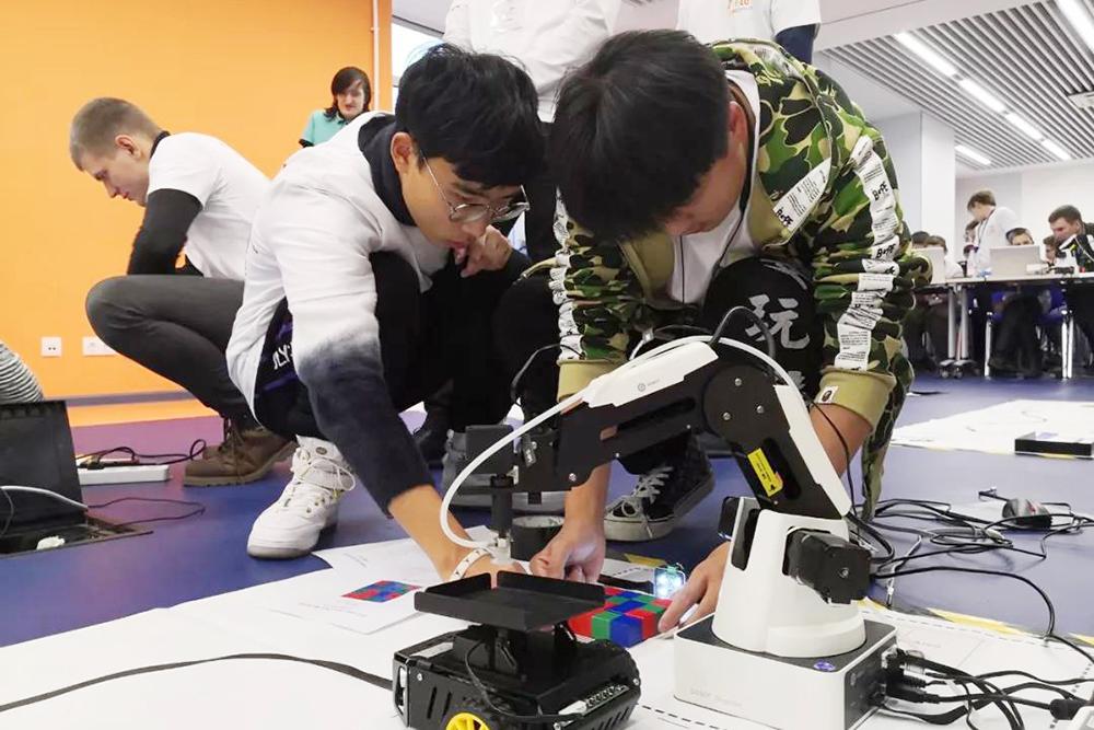 奉贤中学:阔步国际舞台 尽展学子风采