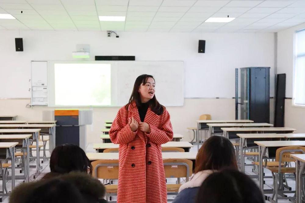 上海师大与奉贤中学师徒带教展示课在奉贤中学举行