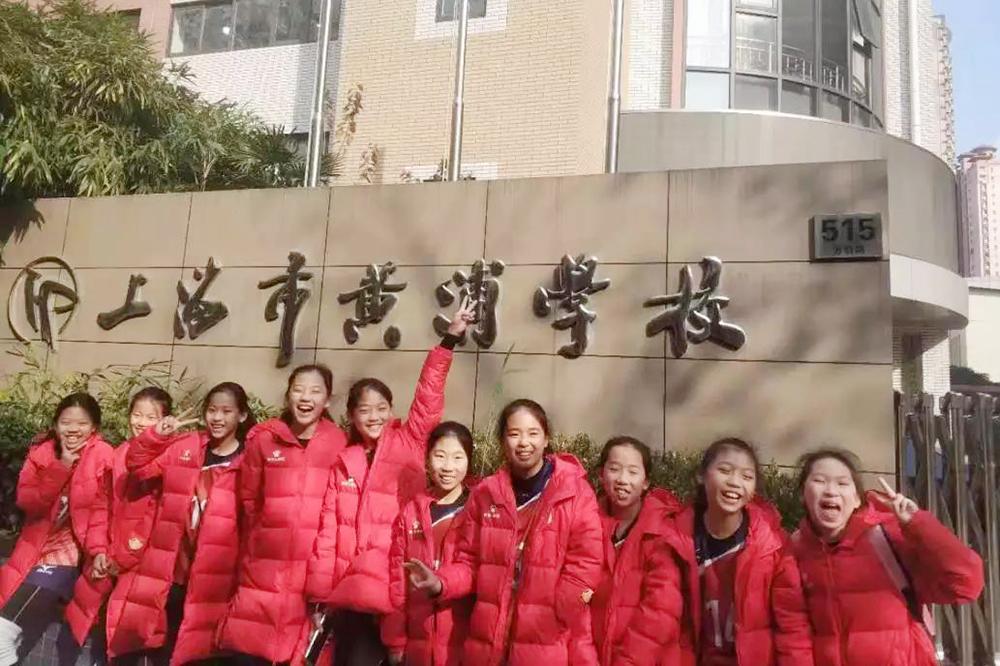 朱泾小学女子排球队首捧2019上海市中小学生排球联赛冠军奖杯