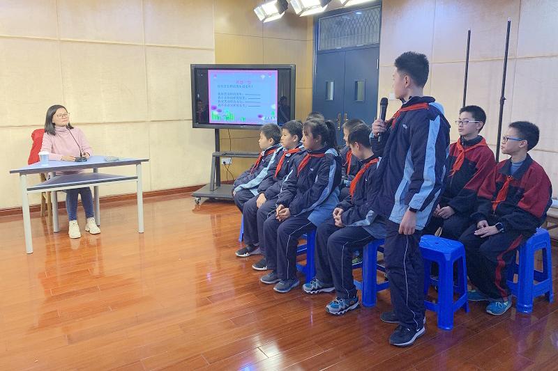 洛川学校邀请朱泽华老师来校做心理辅导专题讲座