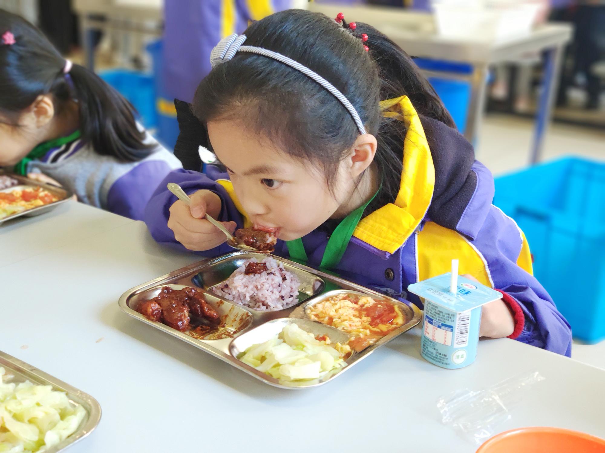 """上海重视""""舌尖上的校园""""建设 """"食育""""引领学子迈向健康生活"""