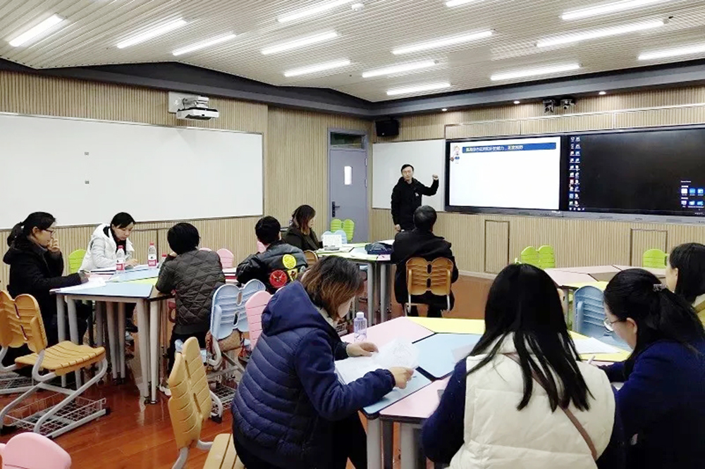 普陀区十二校联合课题《基于互动反馈信息和微课的精准教学研究》成果展示在洛川学校举行