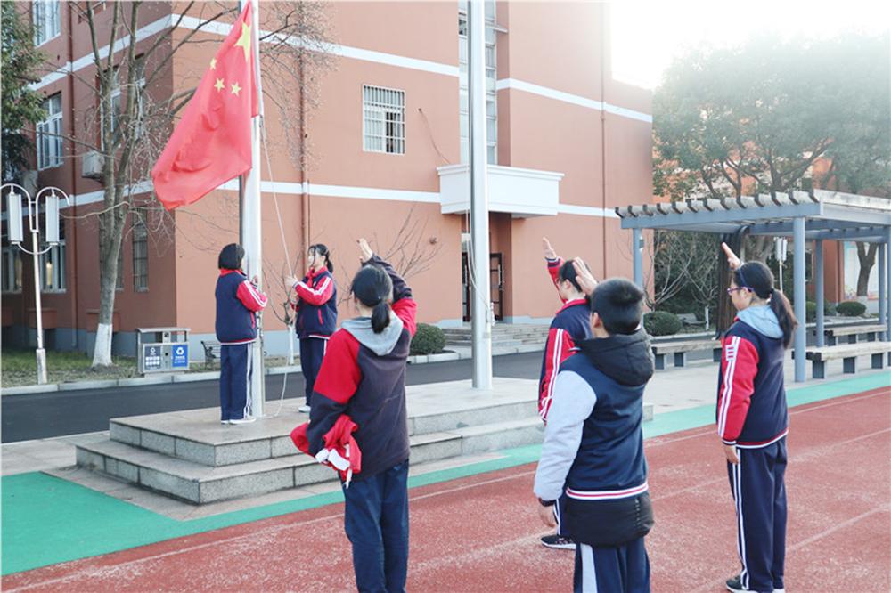 """钱圩中学举行""""过一个安全有意义的寒假""""主题升旗仪式"""