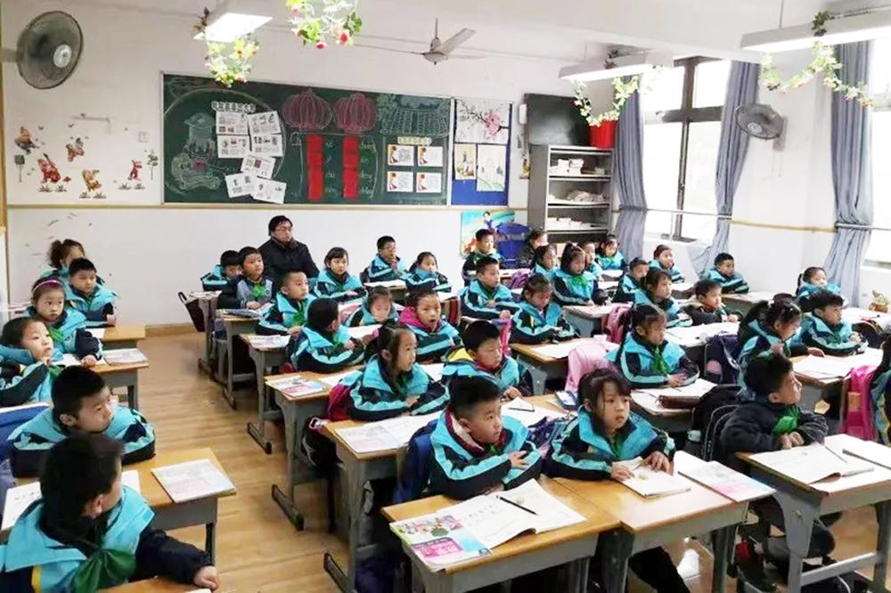 联建小学开展一年级学生习惯养成校内视导工作