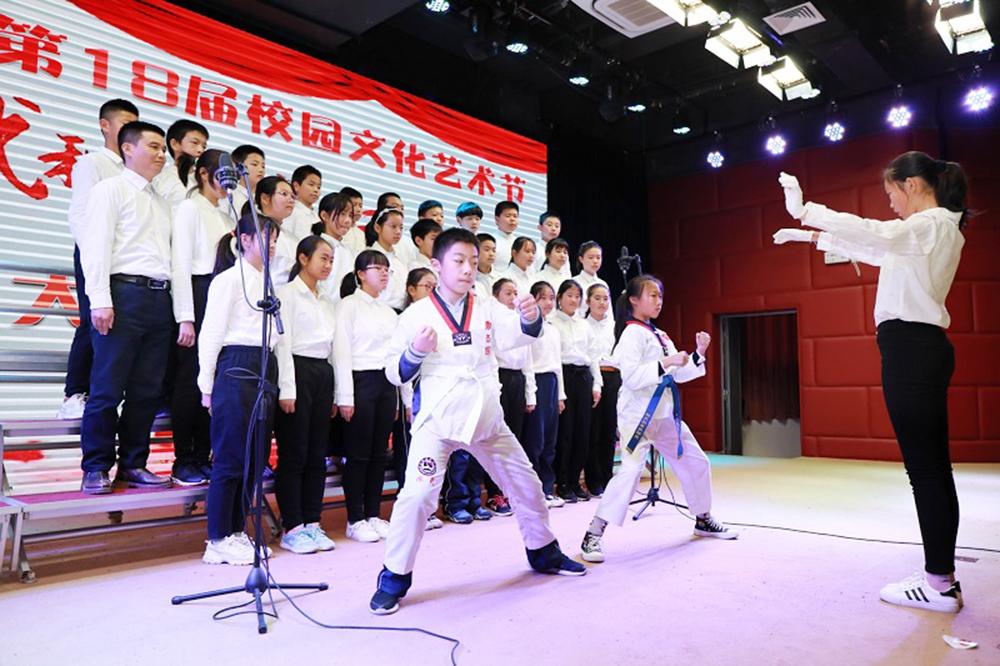 金卫中学:唱响祖国 快乐迎新